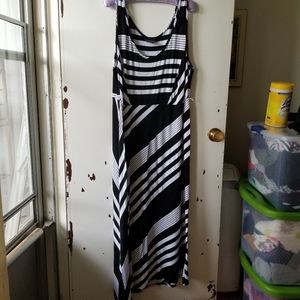 AdditionElle Black and White Graphic Maxi Dress